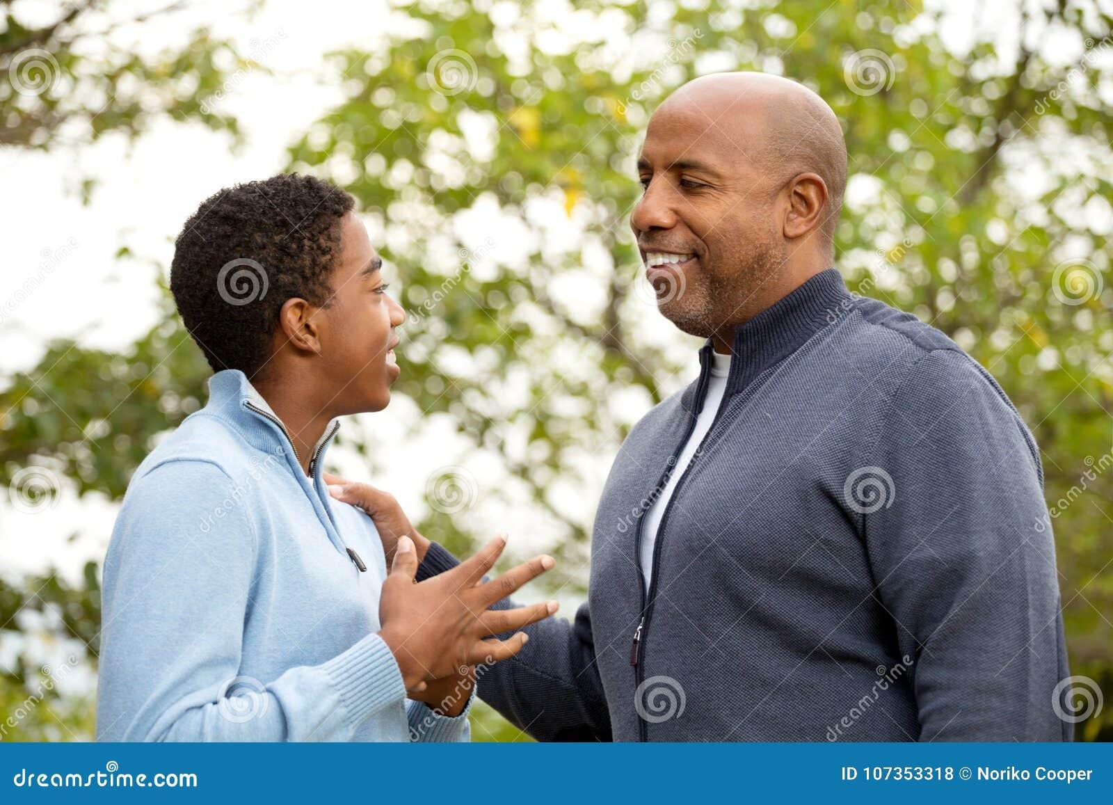 Avla samtal och att spendera av tid med hans son
