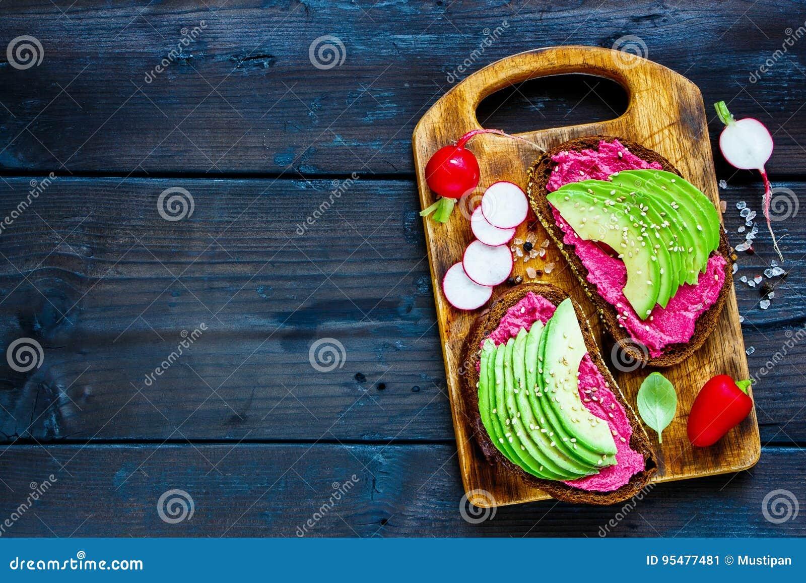 Avocado i buraka kanapki