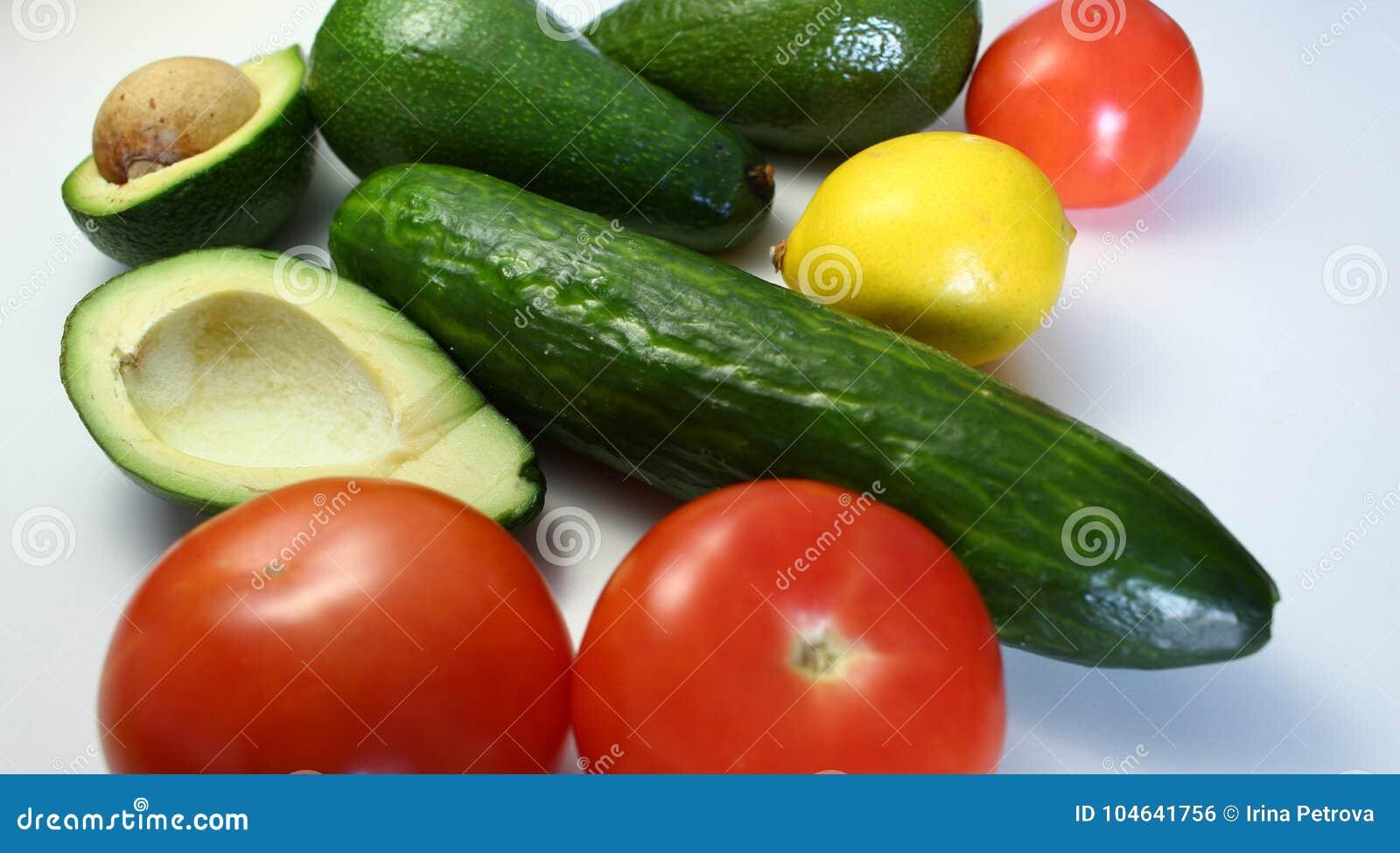 Download Avocado's En Andere Groenten Stock Foto - Afbeelding bestaande uit vitaminen, halves: 104641756