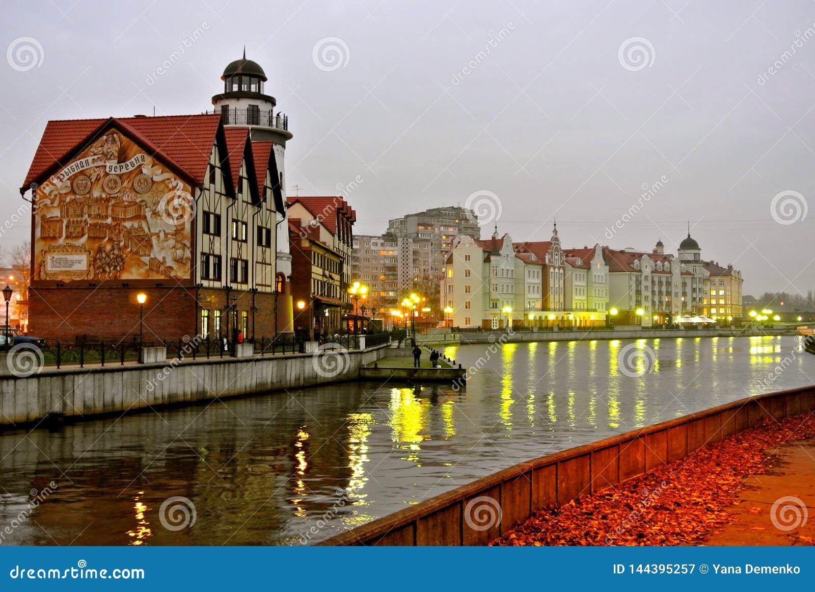 Avondmening van de dijk van Kaliningrad city's