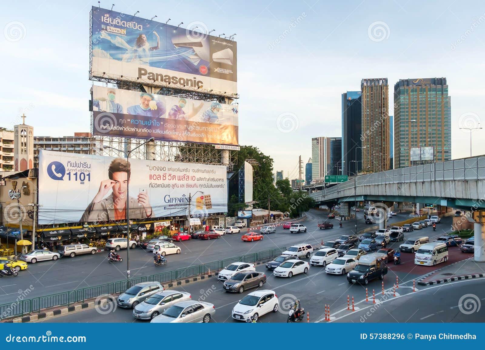 Avondspitsuur in het Centrum van Bangkok, Thailand