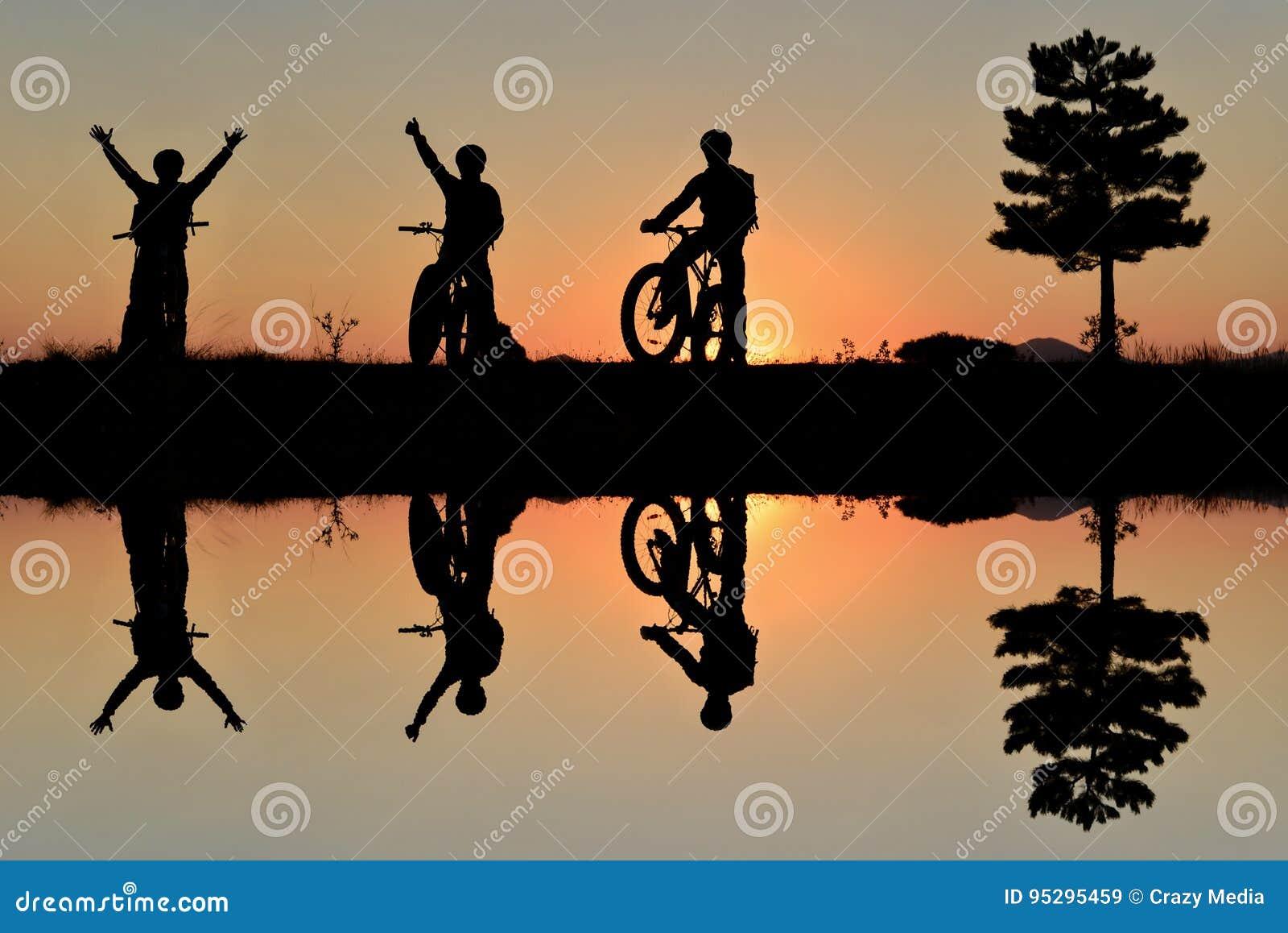Avontuurlijke fietsers en het plezier van aard