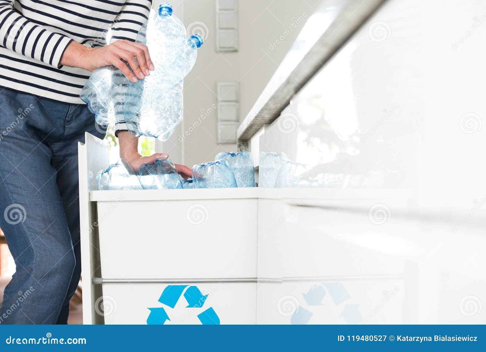 Avskilja plast-flaskor