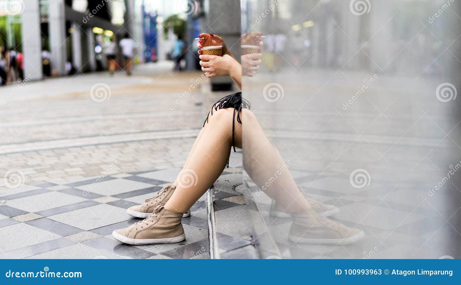 Avslappnande kvinna
