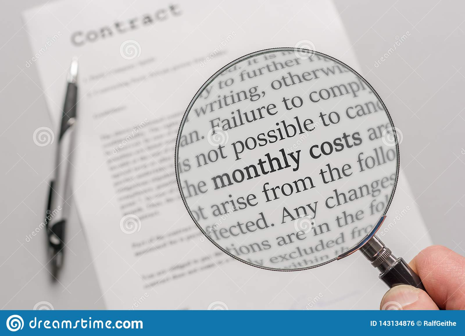 Avtalet kontrolleras med ett förstoringsglas på ämnet av månatliga kostnader som ett resultat av ett avtal