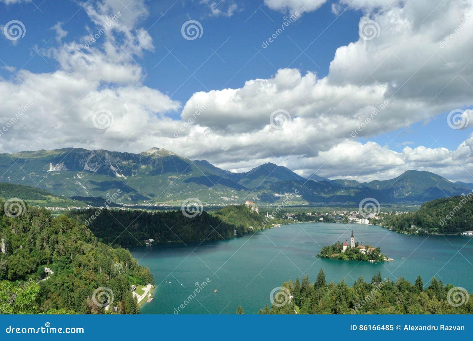 Avtappad reflexion slovenia för medelberg för aftonölake trevlig