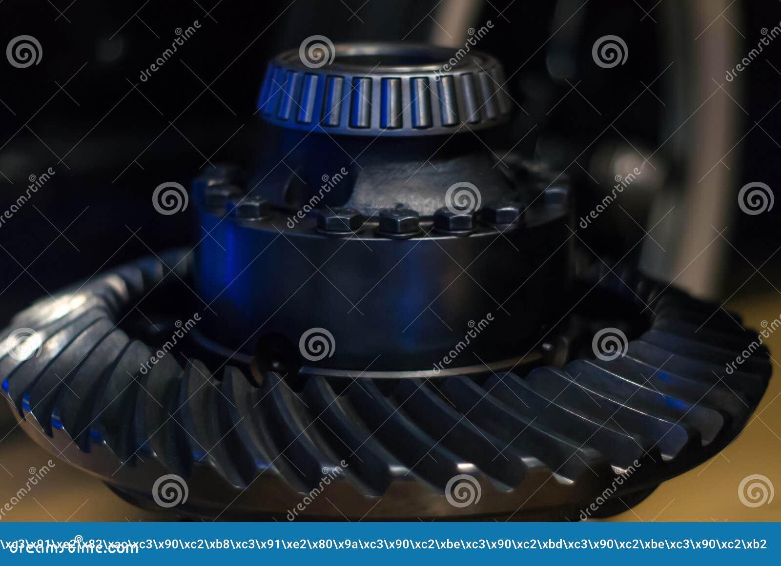 Axe avec le roulement à rouleaux coniques et la roue en spirale de pignon conique