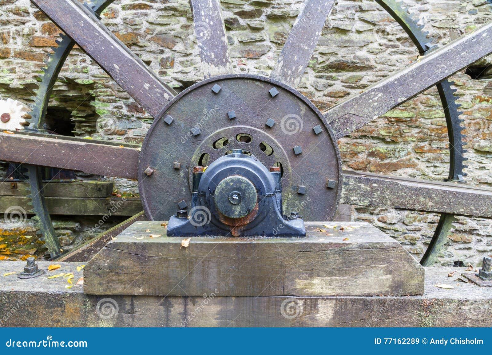 Axe et rais de roue d eau