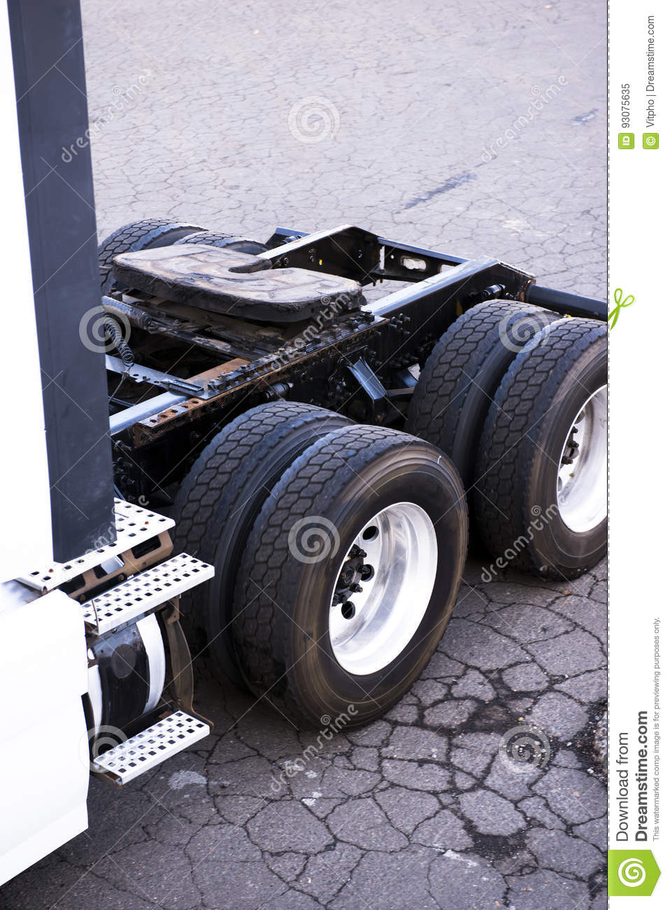 Axles fifth wheel frame and wheels of large semi truck