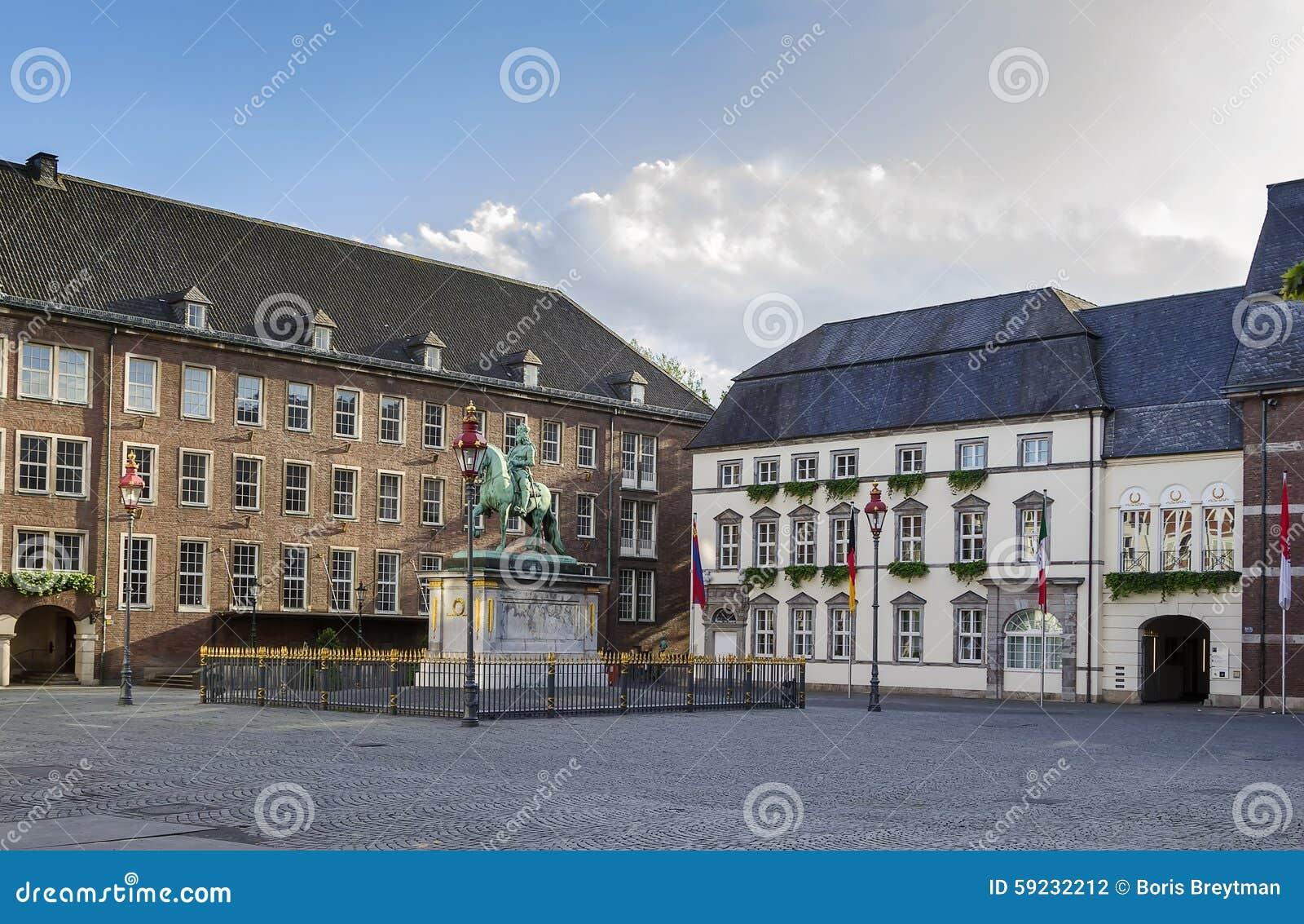 Download Ayuntamiento De Düsseldorf, Alemania Foto de archivo - Imagen de ladrillo, reloj: 59232212