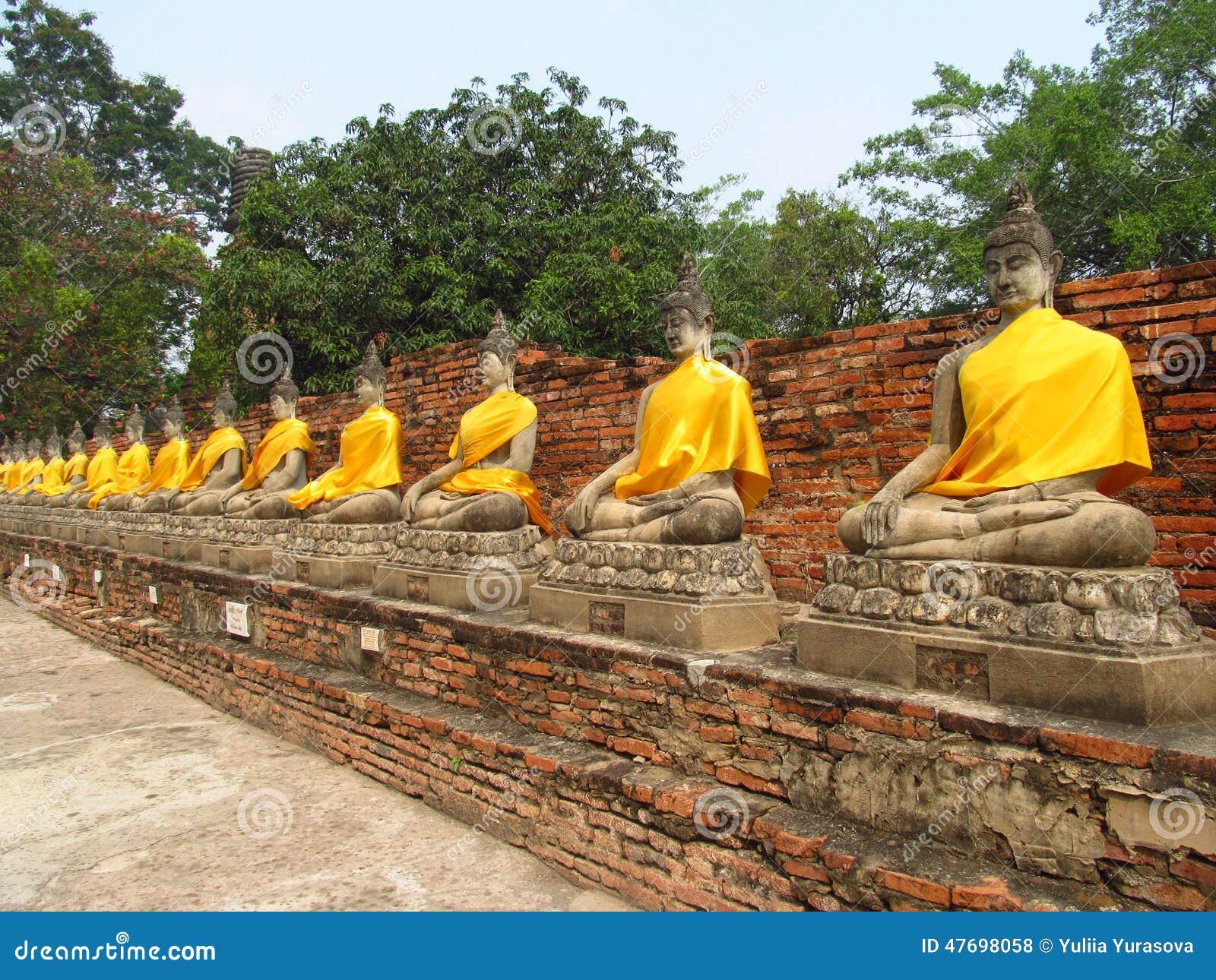 Ayutthaya antycznego miasta ruiny w Tajlandia, Buddha statuy