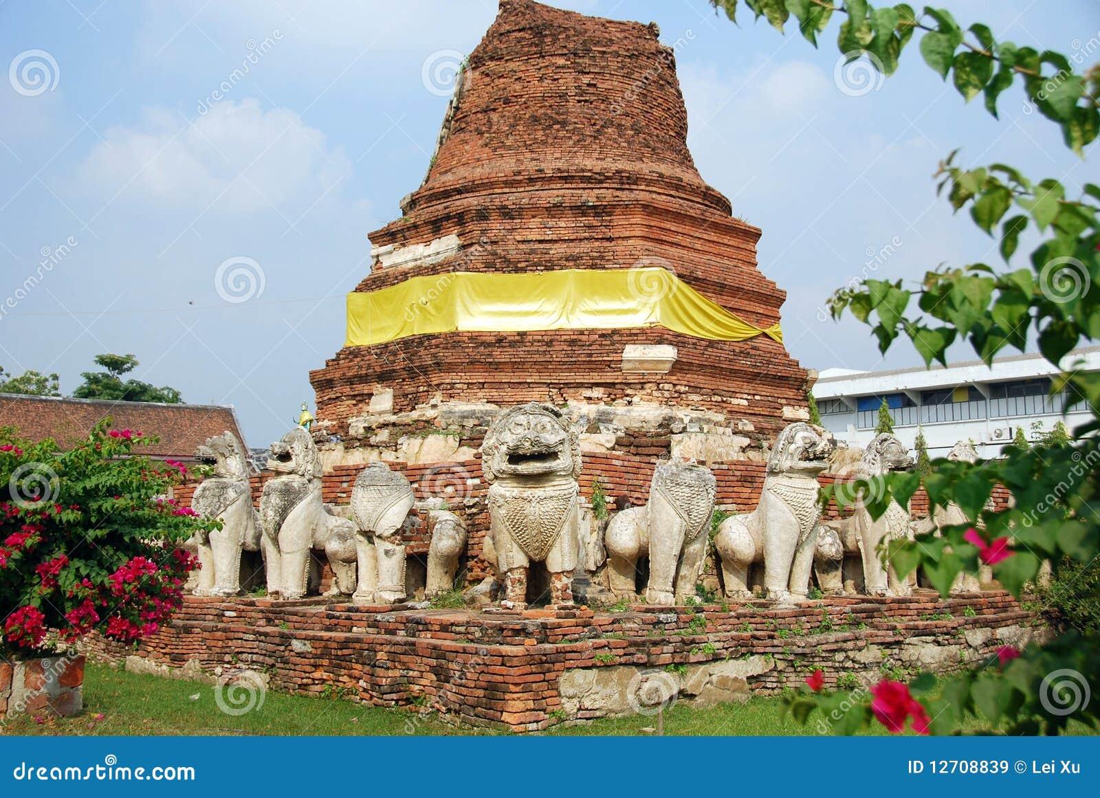 Ayutthaya, Tailândia: Ruínas de Wat Tummickarat