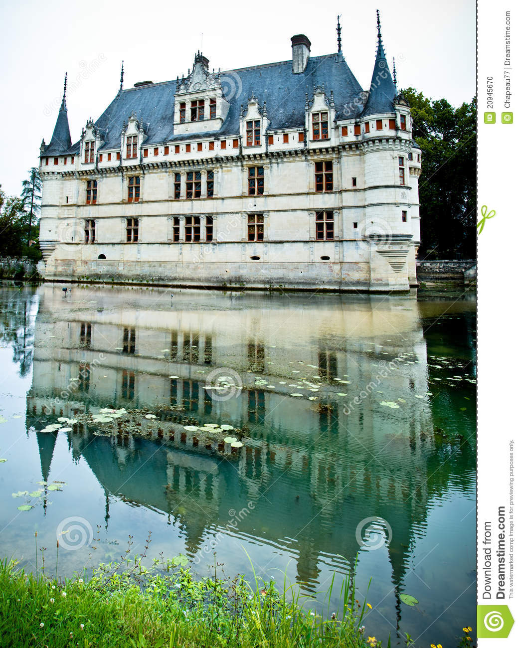 azay le rideau castle reflected in the water stock photo. Black Bedroom Furniture Sets. Home Design Ideas