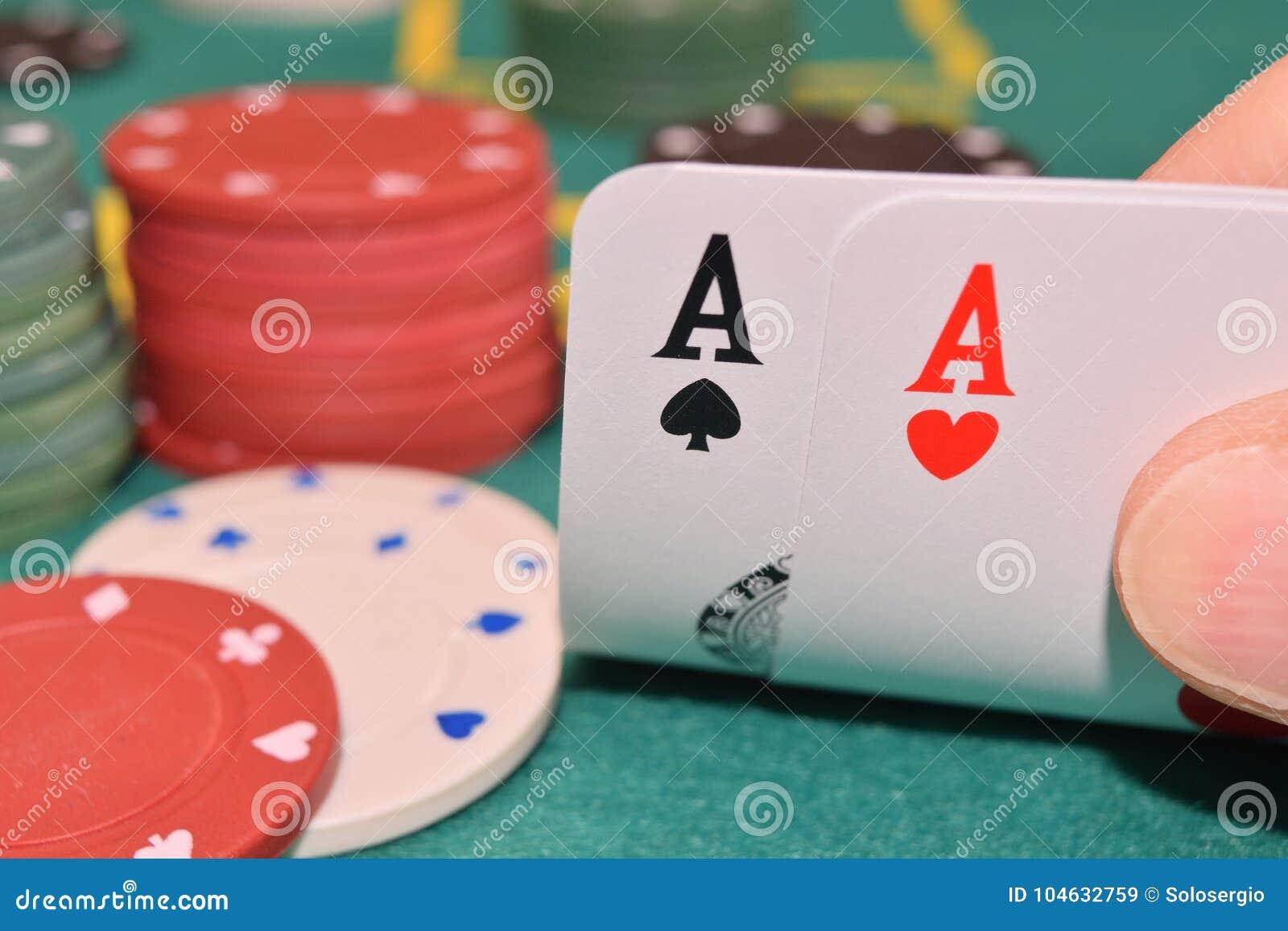 Download Azenpaar Op Een Het Gokken Lijst Stock Afbeelding - Afbeelding bestaande uit greep, kleur: 104632759