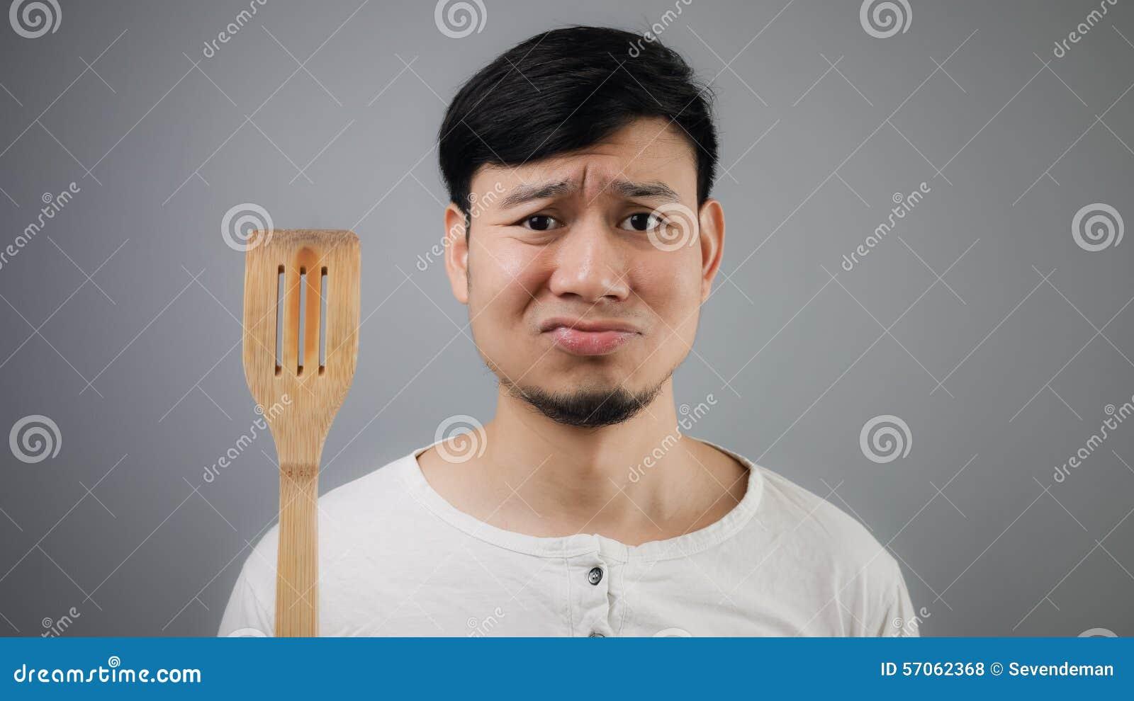 Aziatische mens met spade van pan
