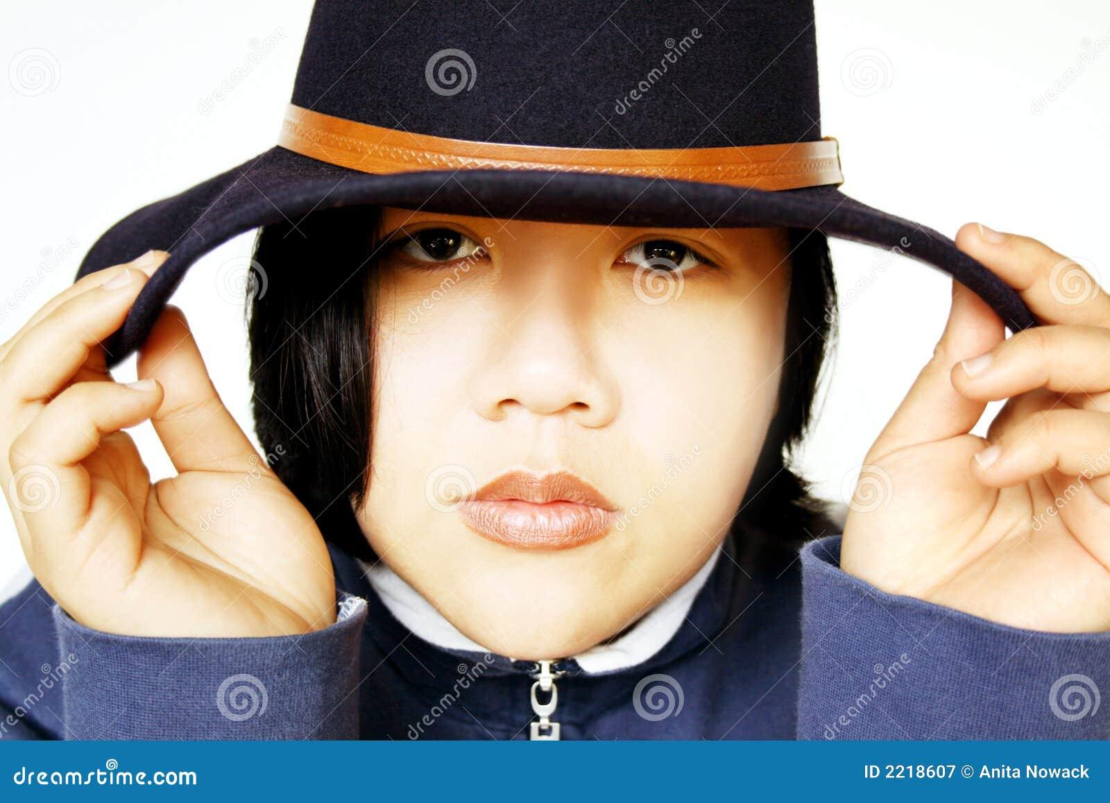 Aziatische schoonheid met hoed