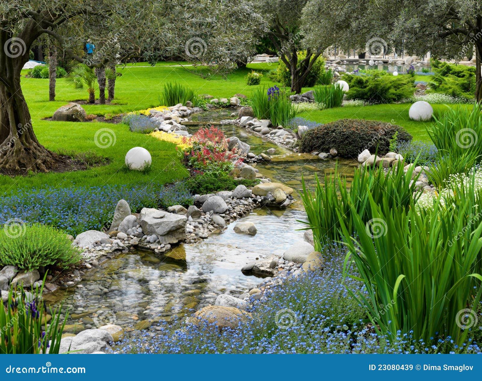 Aziatische tuin met vijver royalty vrije stock afbeeldingen afbeelding 23080439 - Foto van tuin vijver ...
