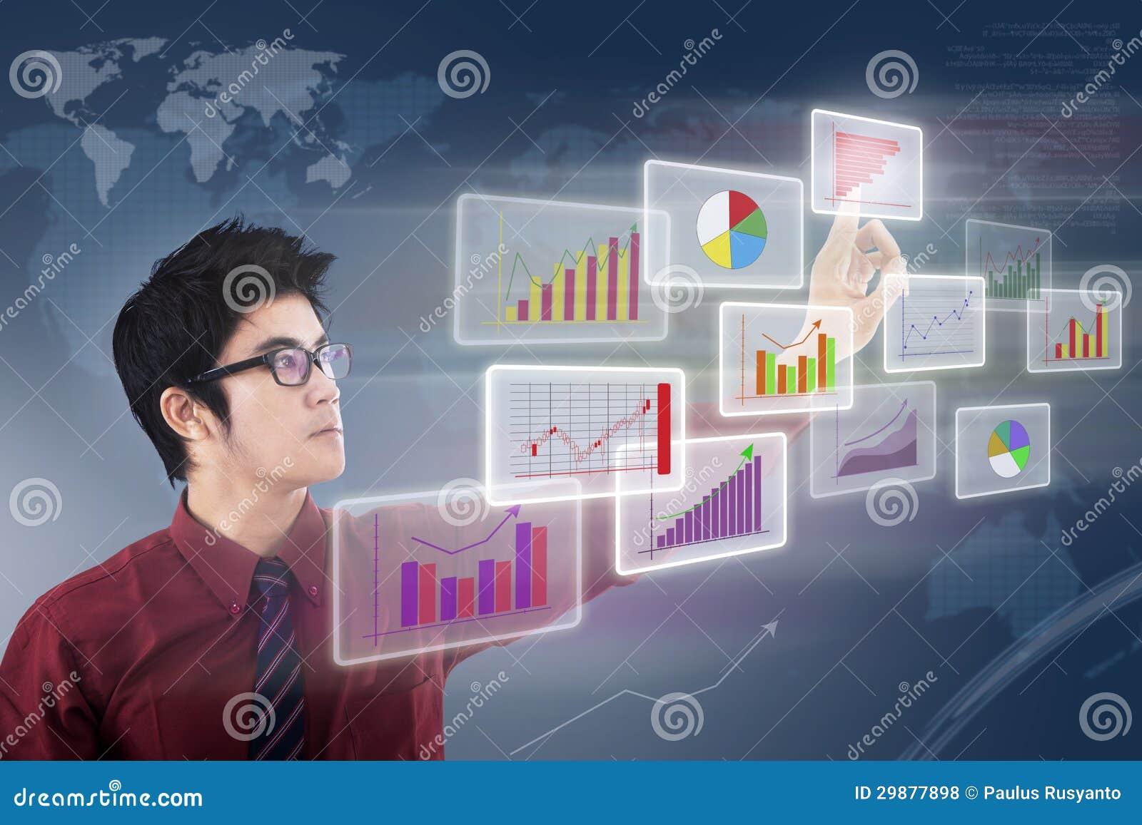 Zakenman die grafiek kijken