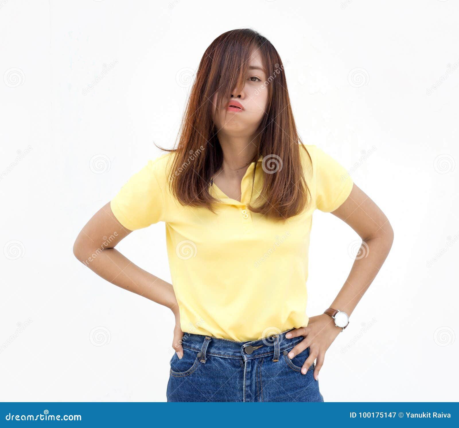 Azione lunatica di signora asiatica su bianco