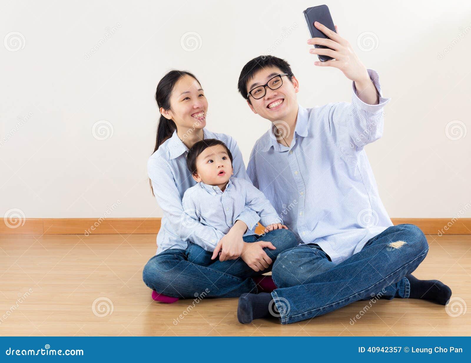 Azja rodziny selfie