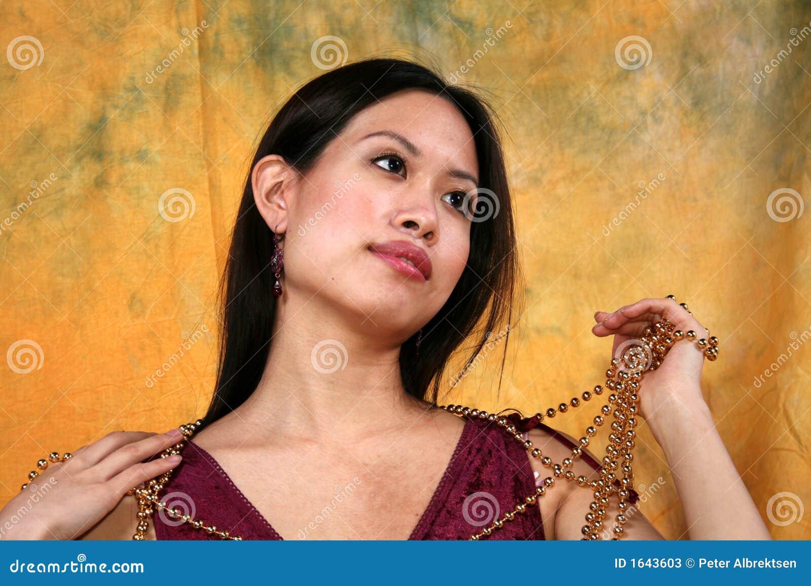 Azjaci dziewczyny łańcuszkowy złoto