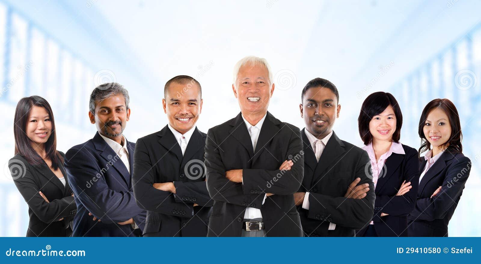 Azjatycka biznes drużyna w multiracial.