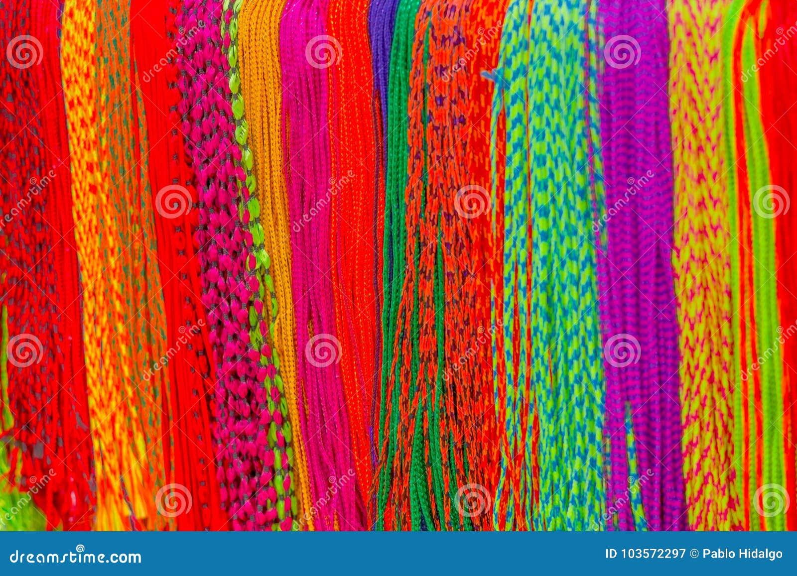 Azjatycka ręcznie robiony tkanina robić z lokalnym rzemieślnikiem i sprzedaje przy rynkiem w Kathmandu, Nepal