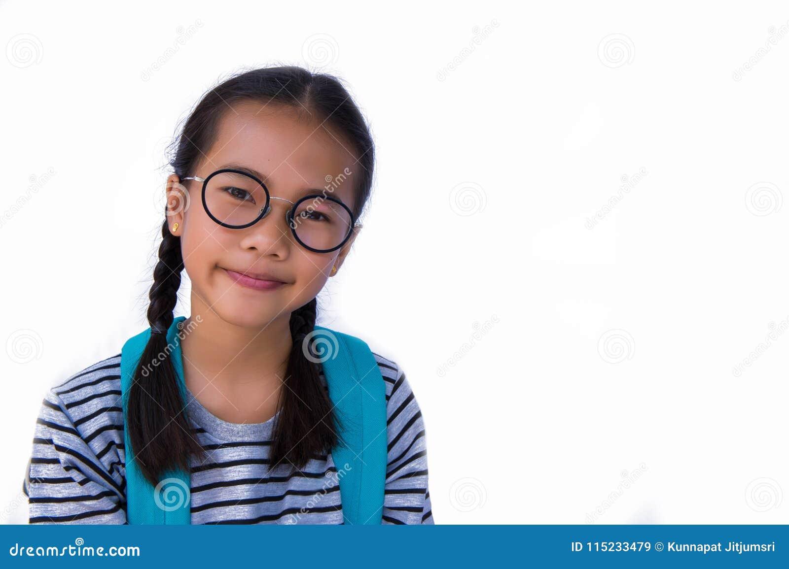 Azjatycki dziewczyny ` s uśmiech i Naramienna torba szczęśliwa i gotowa iść szkoła