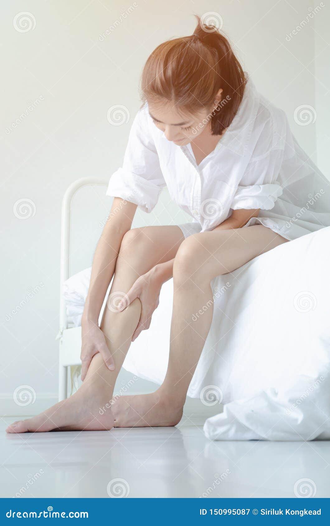 Azjatyckie kobiety no są wygodne z bólem