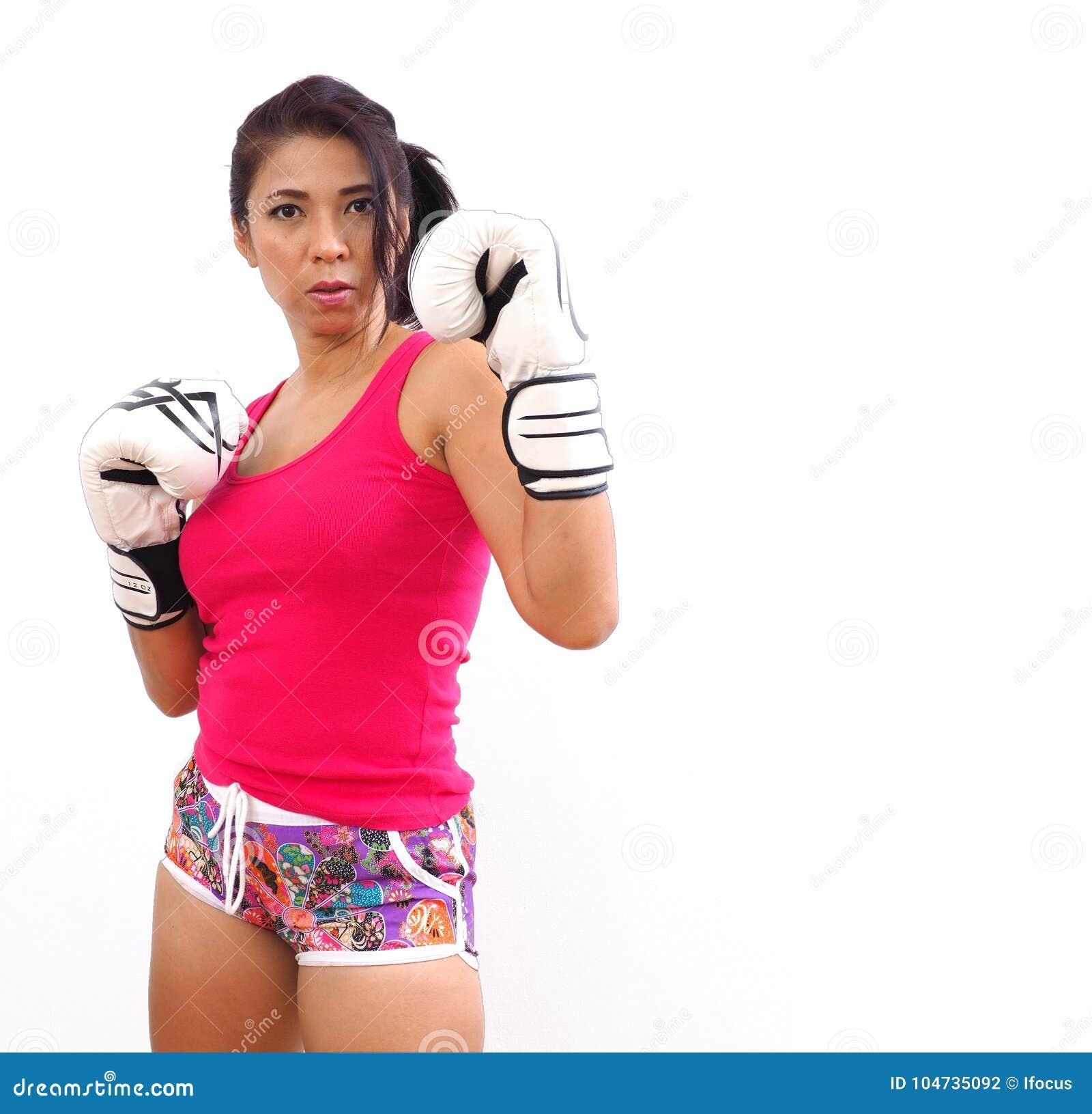 Azjatyckiej kobiety ortodoksyjna bokserska postawa