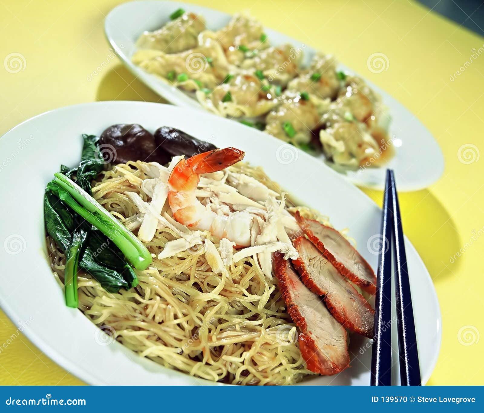 Azjatykci jedzenie.