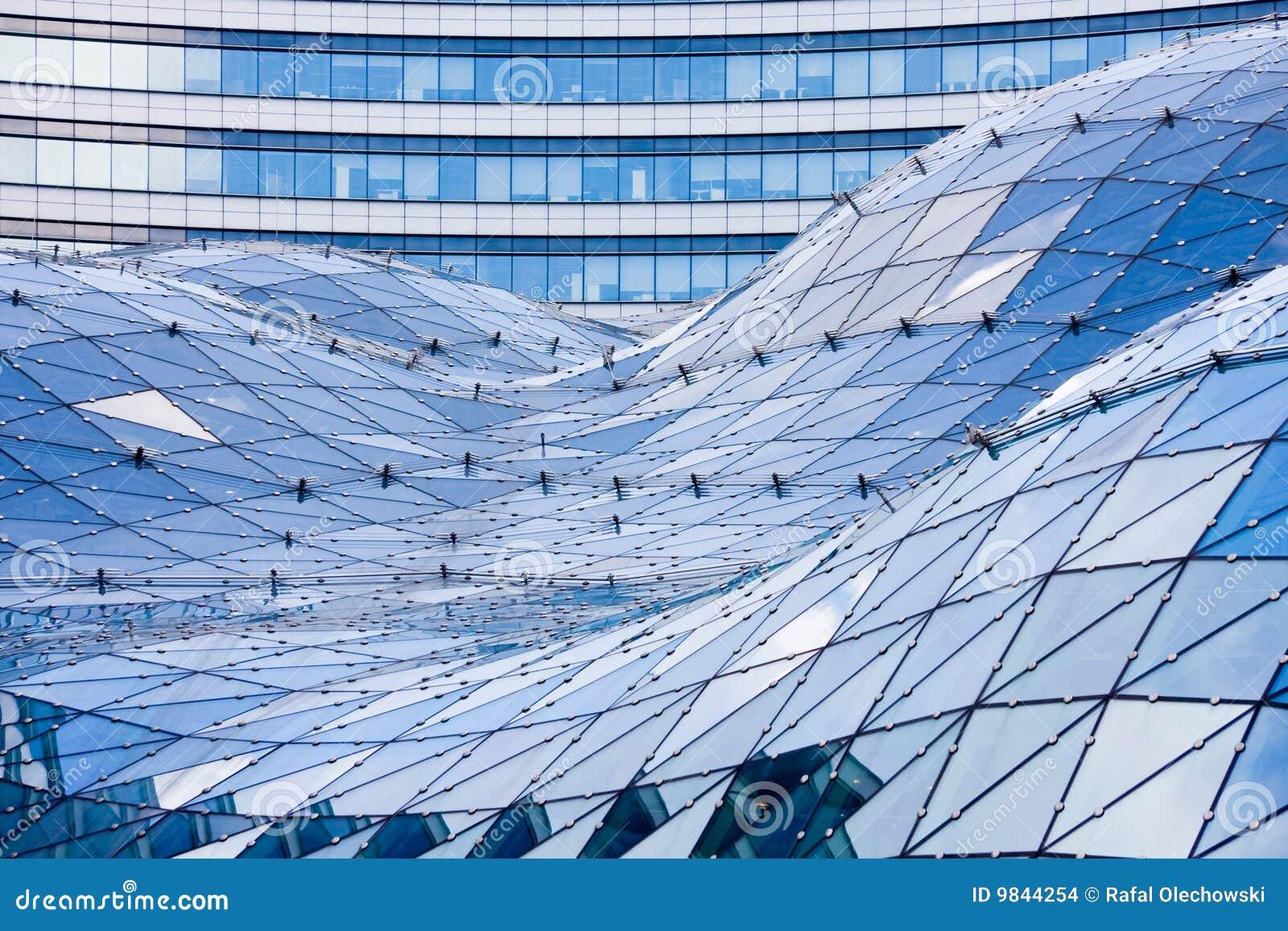 Azotea de cristal en el edificio moderno