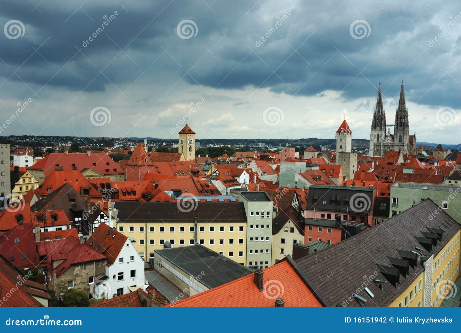 Azoteas viejas de Regensburg, Baviera, Alemania