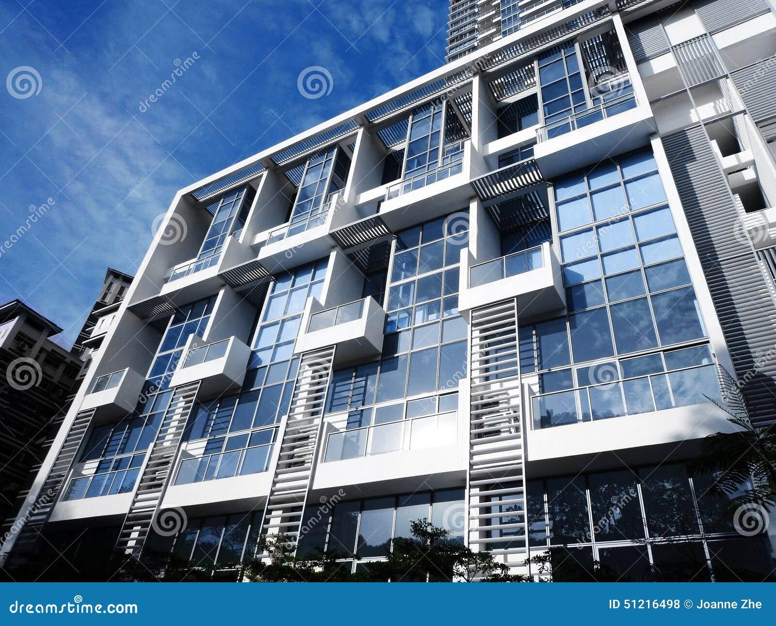 Azul fresco del condominio moderno