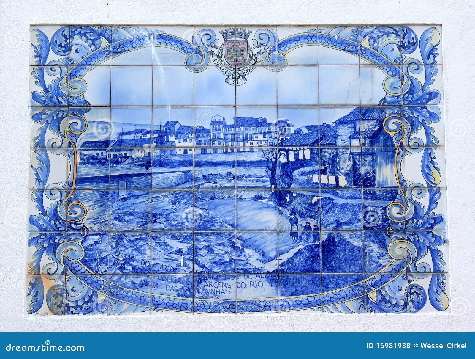 Azulejo portugu s da cidade de braganca fotos de stock for Azulejo vitrificado
