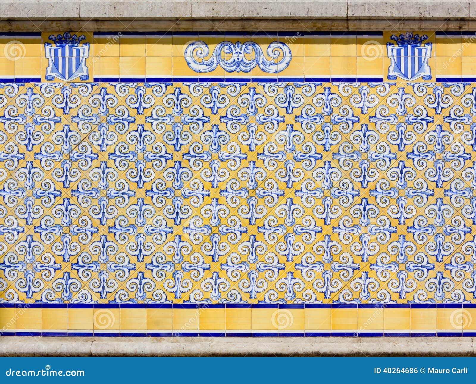 Azulejos em um exterior da construção