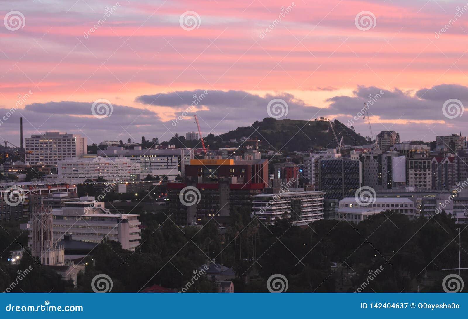Bâti Éden de l autre côté de ville Nouvelle-Zélande d Auckland