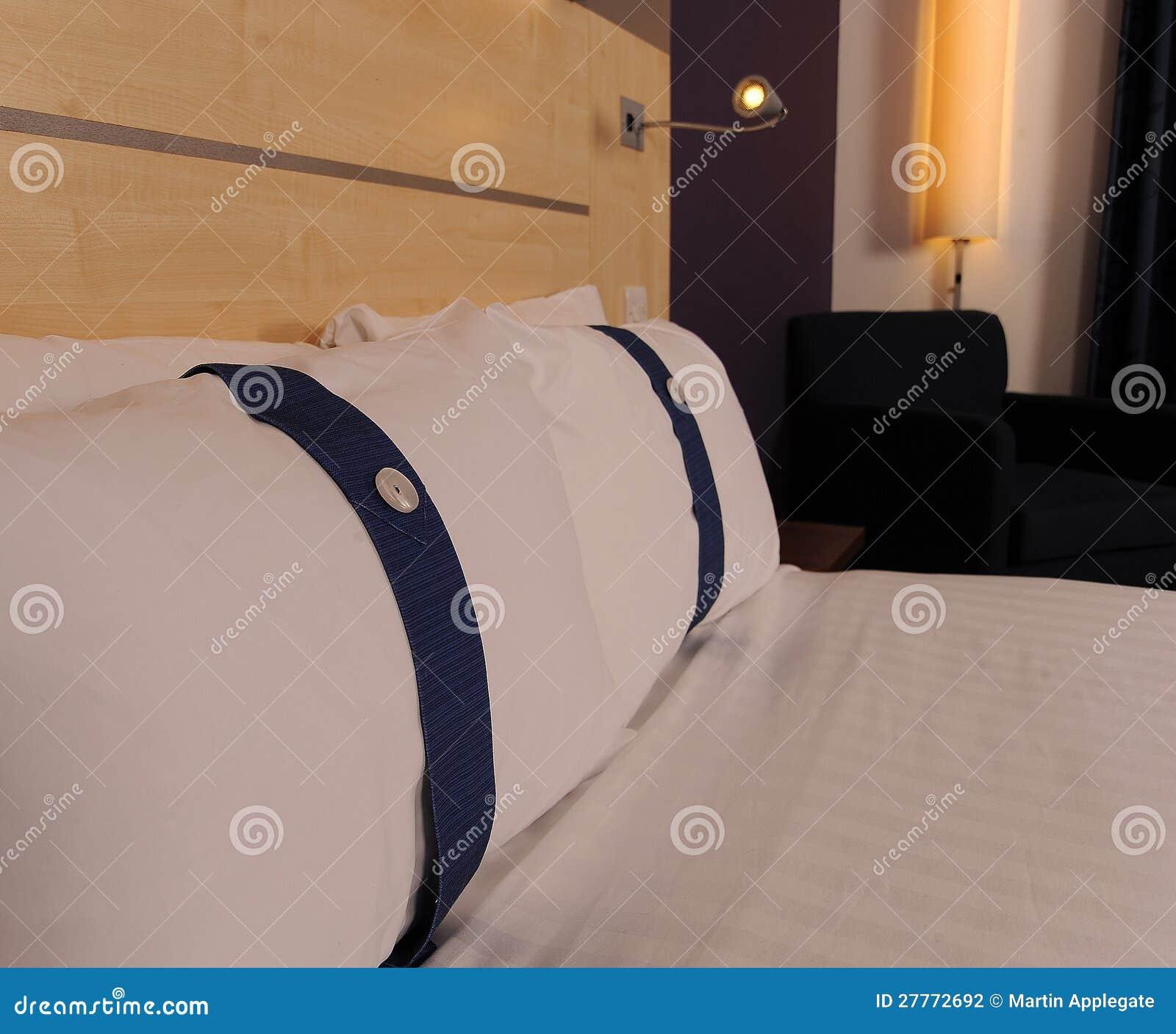 Bâti moderne confortable dans la chambre