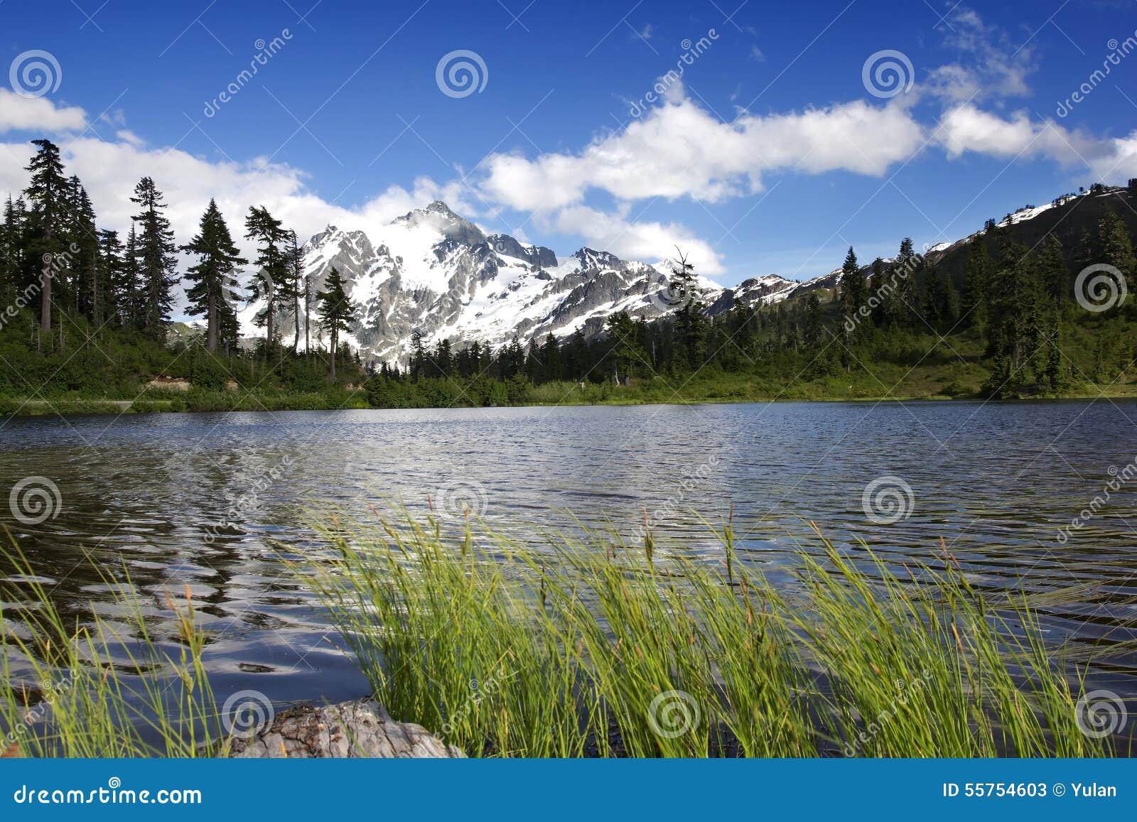 Bâti Shuksan et lac picture