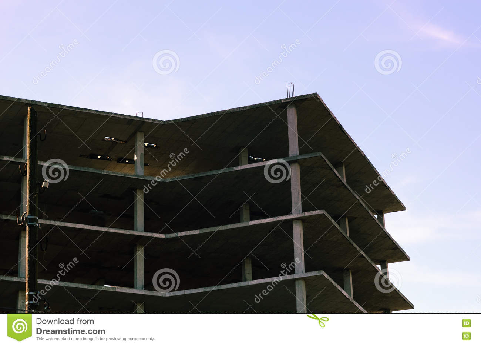 Bâtiment à plusiers étages en cours de construction