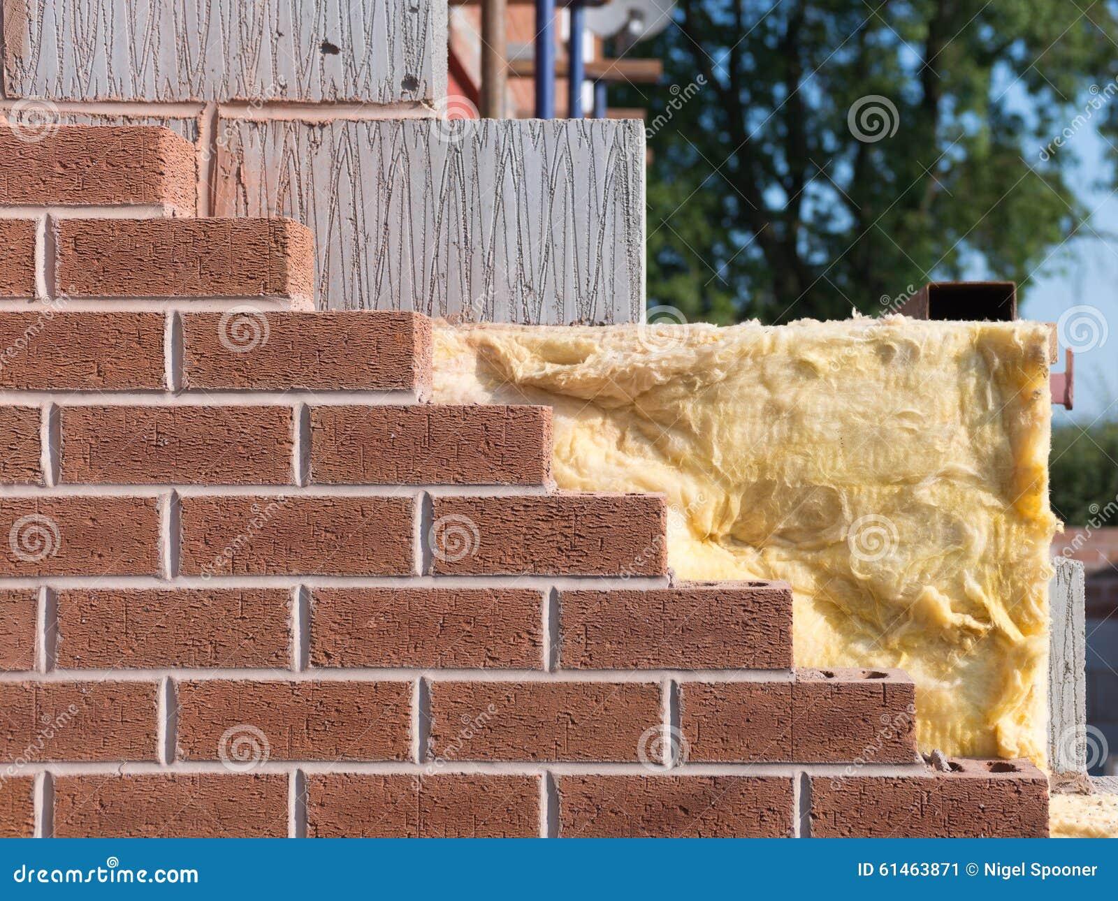 Bâtiment avec l isolation de mur de cavité