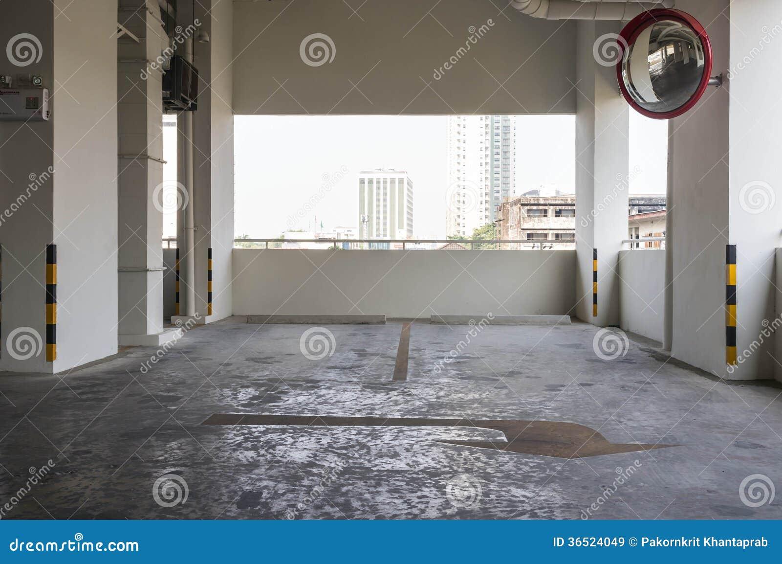 Bâtiment de stationnement