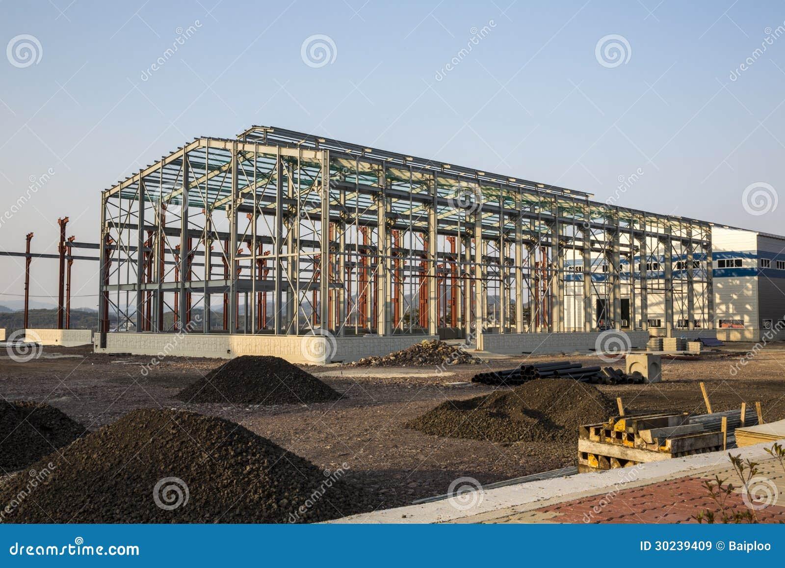 bâtiment industriel en construction image stock - image du pôles