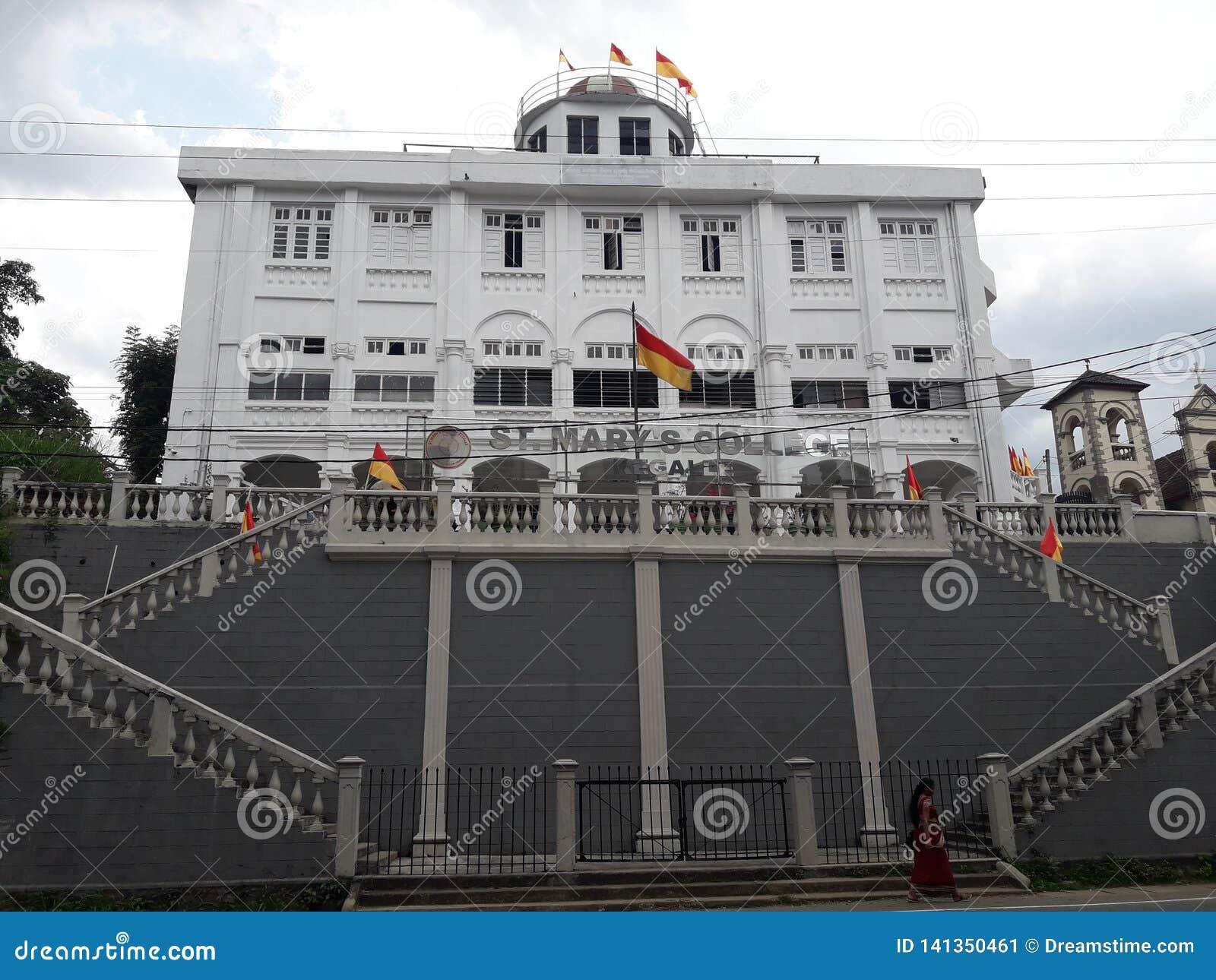 Bâtiment scolaire principal au Sri Lanka