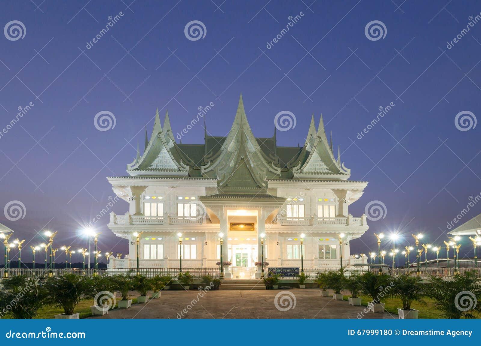 Bâtiment thaïlandais de style construit comme résidence de redevance au ku de Wat, P
