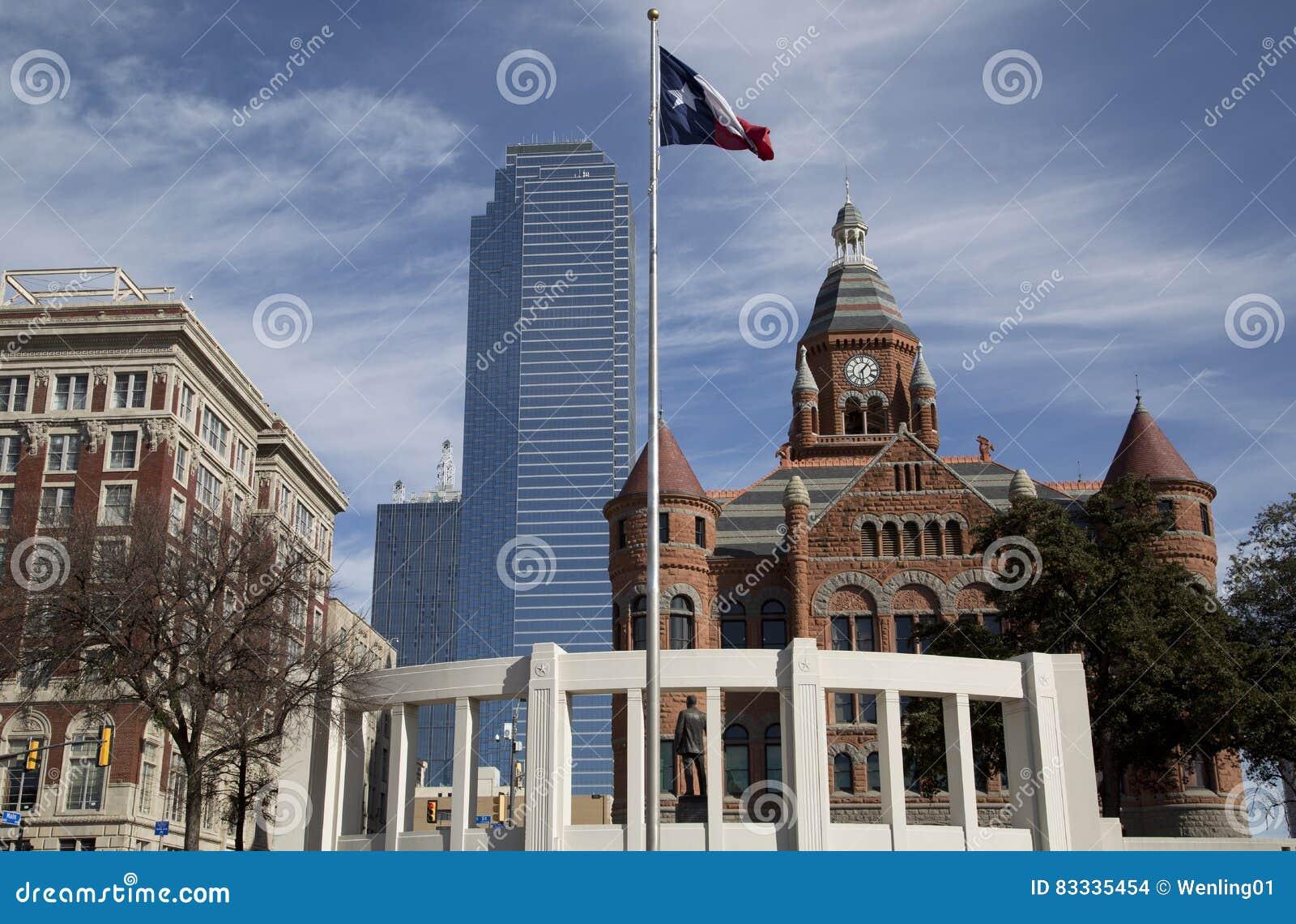 Bâtiments historiques et modernes dans la ville Dallas