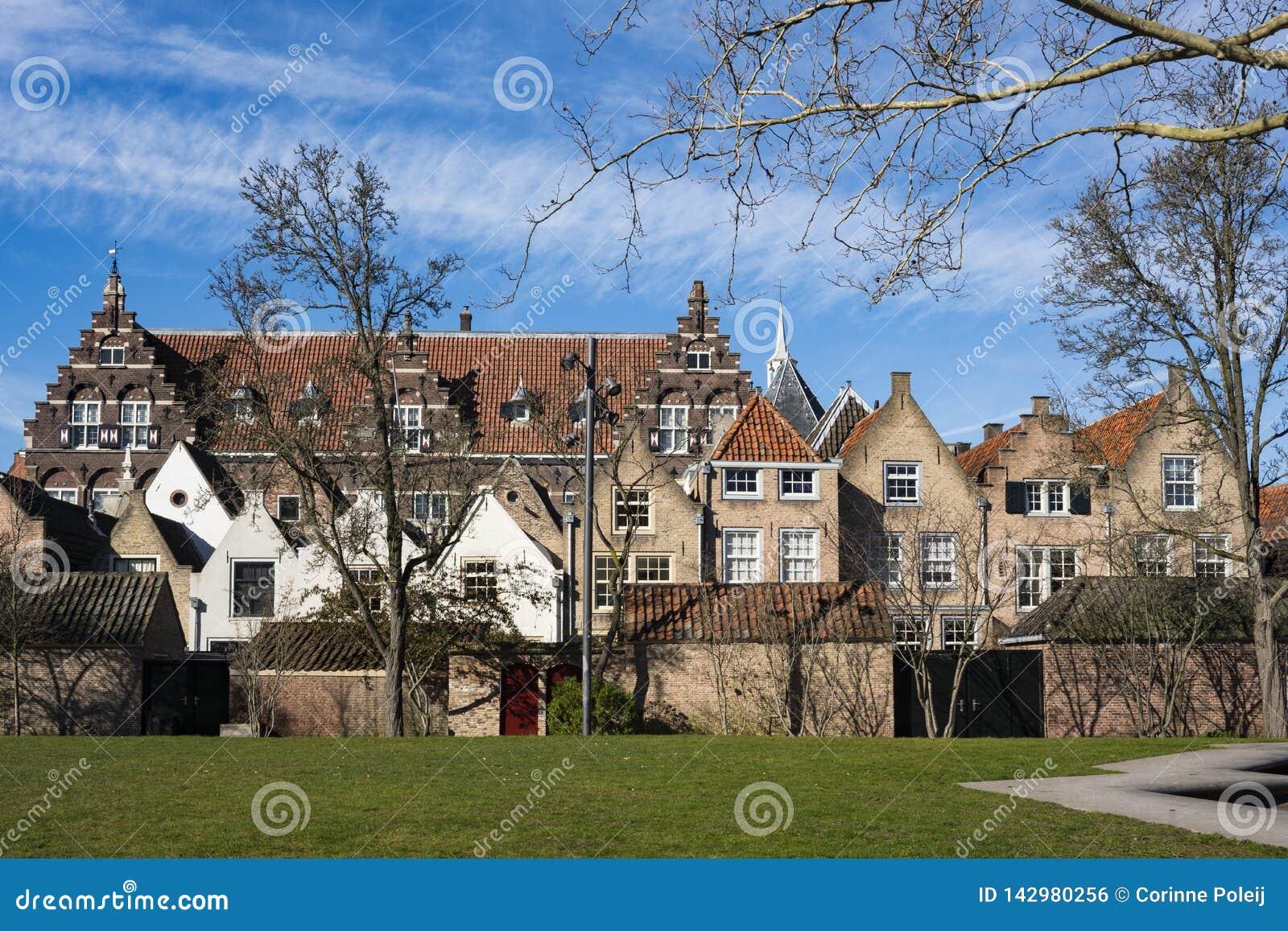Bâtiments monumentaux dans la rue Kloostertuinen, Dordrecht, Pays-Bas