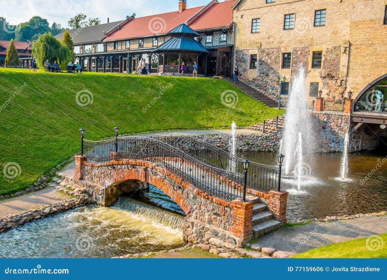 Bâtiments, pont et fontaine de Belmontas