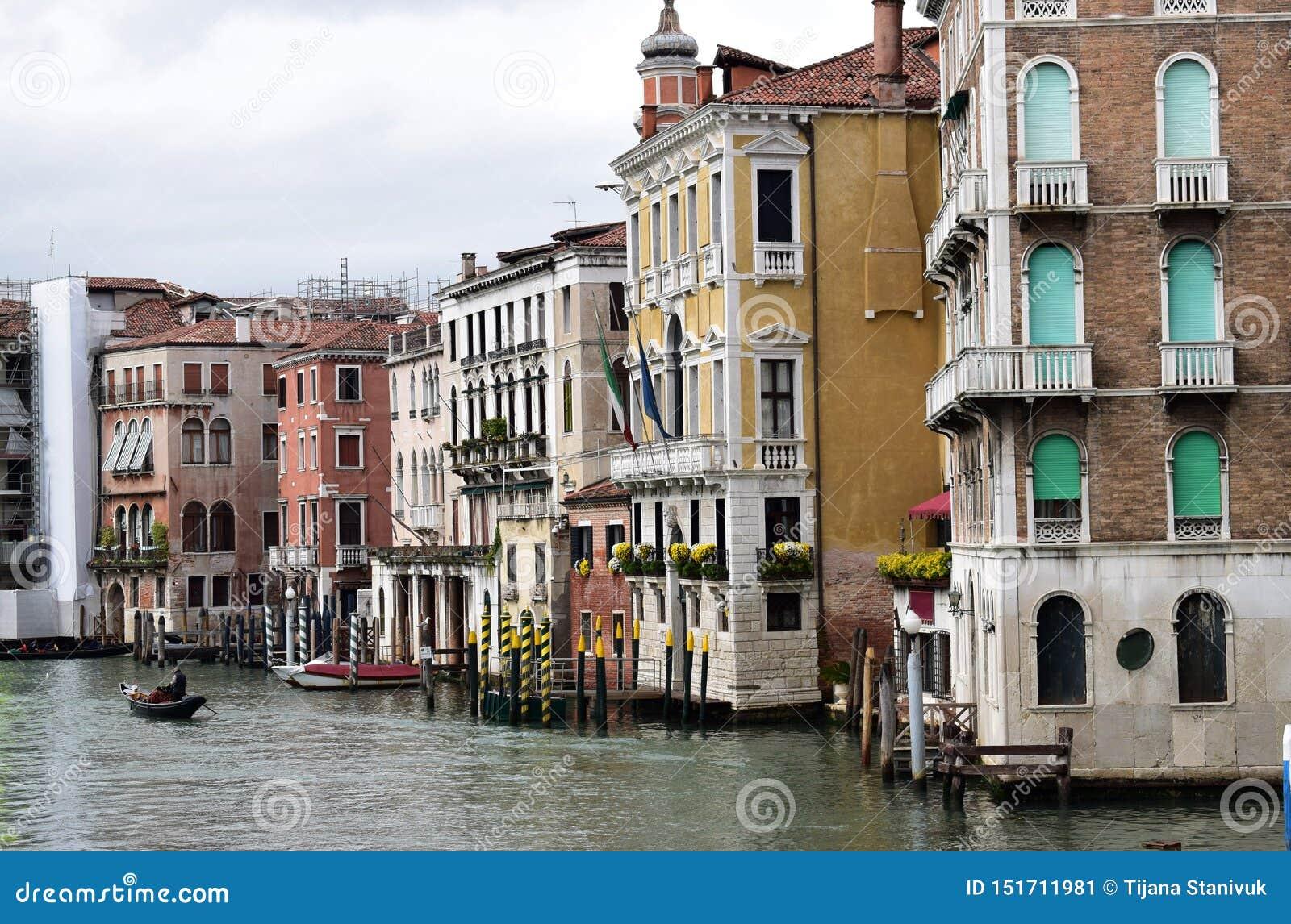 Bâtiments sur le canal grand à Venise