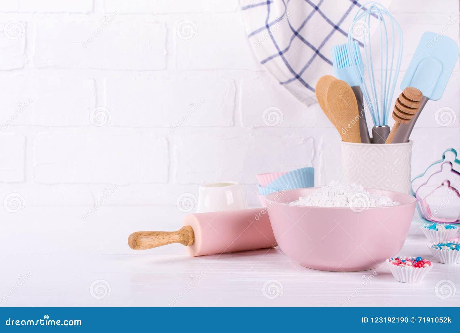 Bäckerei-Geräte Küchenwerkzeuge für das Backen auf einem weißen Hintergrund